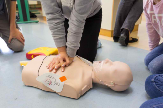 The Difference between CPR and AED
